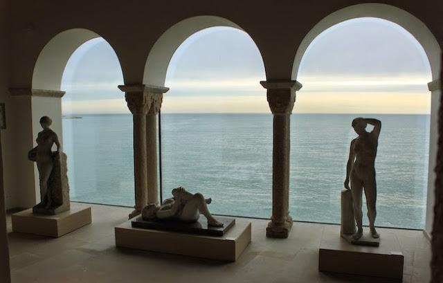 El mar en calma des del Museu de Maricel / Museus de Sitges
